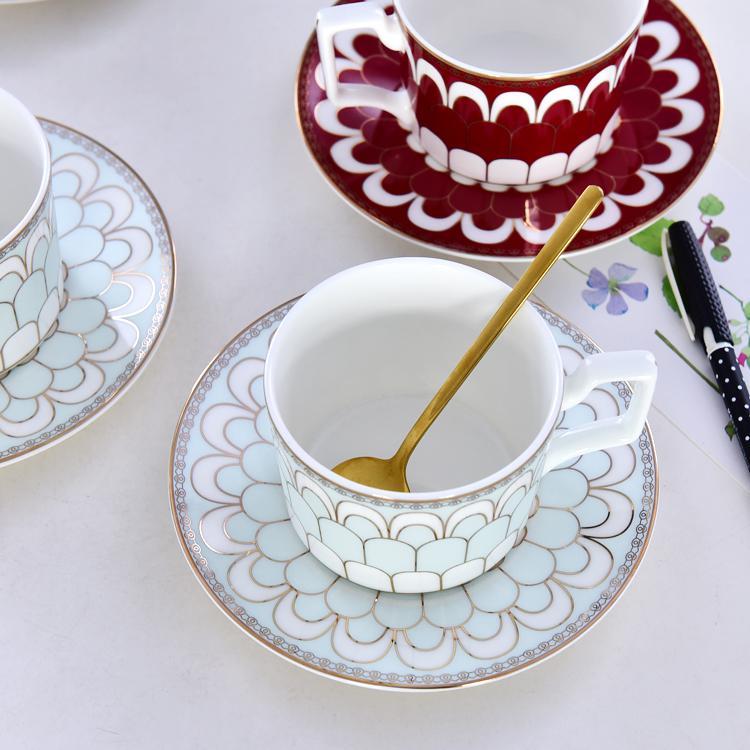淡蓝色调骨瓷咖啡杯碟
